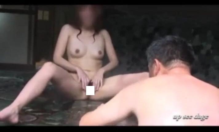 個人撮影 up see dage NAO 混浴露出 地元のおじさんにおまんこ見せつけ