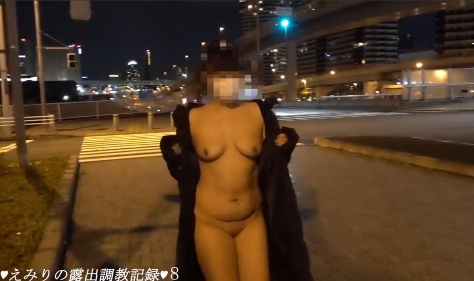個人撮影 えみりの露出調教記録8 夜の交差点を裸コートで露出