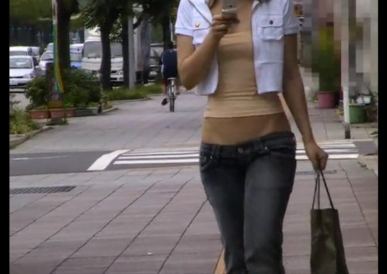 個人撮影 Naked Angel Hitomi ノーパン超ローライズデニムで街中露出歩行2