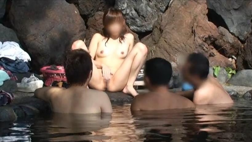 個人撮影 up see dage NAO 混浴露出 3人の入浴客に至近距離で局部見せつけ