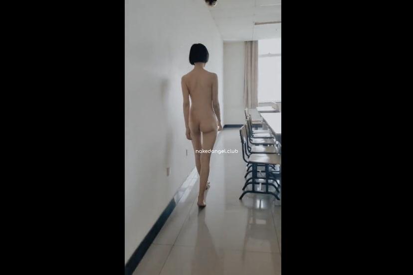 北京天使DensTinon Ariel 大学キャンパスで露出 全裸で構内を歩きそのまま人が居る教室へ