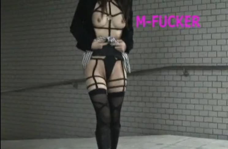 個人撮影 駅地下通路で露出徘徊した後、トイレで調教される美人素人女さん