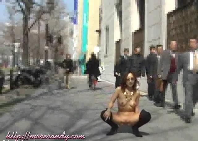 個人撮影 More RANDY リカ 街中での超過激な全裸露出撮影の数々
