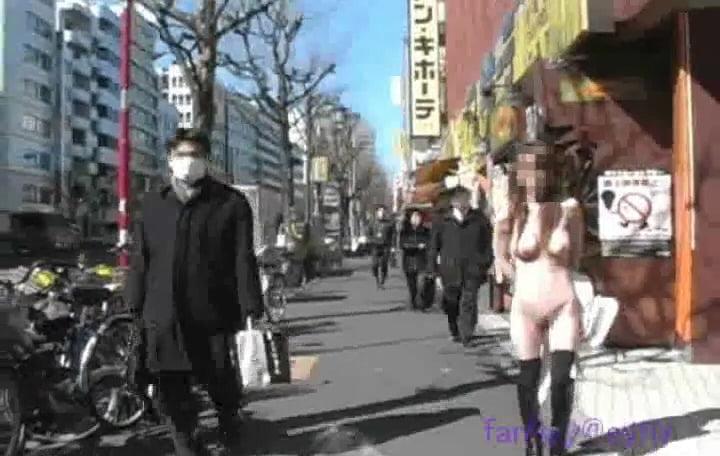 個人撮影 ゲリラ露出 ゆい☆ 新宿で衆人環視の全裸露出歩行