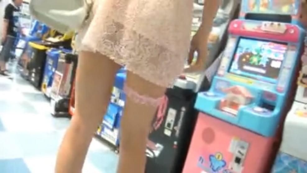 個人撮影 ミニスカひらり まおみん ノーパンノーブラ透け衣装でデパート内を露出散策①
