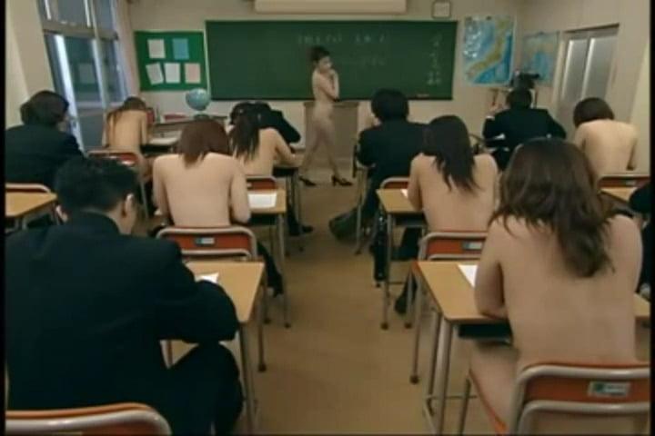女の子だけ全裸のCMNF学校風景