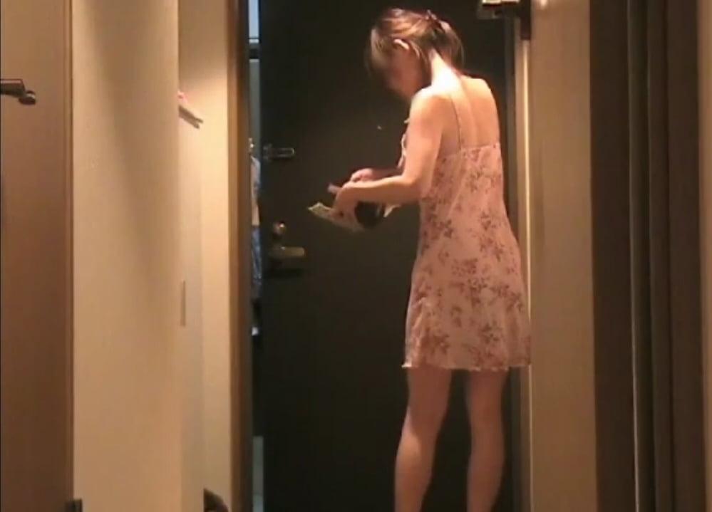 個人撮影 up see dage NAO 宅配露出11 透け透けの超薄着で荷物受け取り